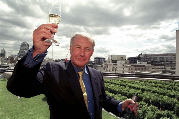 """Terence Conran celebrates the opening of his new restaurant """"Coq d'Argent"""" in London. (1998)"""