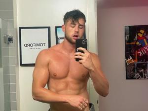 'THTH's' Harry Jowsey Nearly Goes Full Frontal in IG Post